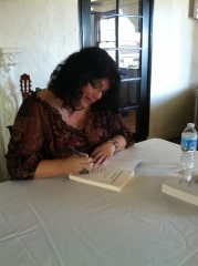 Picture of Melissa Reyes Book Signing